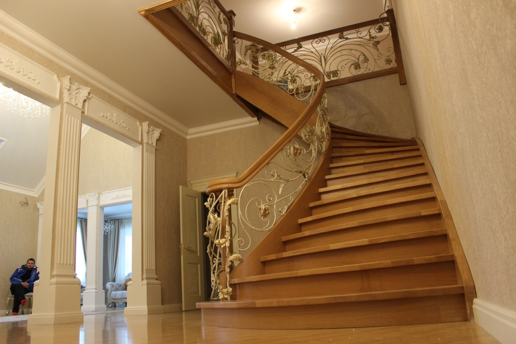 Купить деревянные поручни из бука для лестниц недорого в